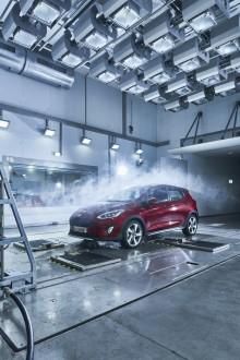 """Sníh v červenci nebo vlna veder na Vánoce? Nová """"továrna na počasí"""" Fordu dokáže vytvořit jakékoliv klimatické podmínky"""