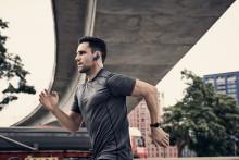 Bliv hurtigere og stærkere med de nye EXTRA BASS™ Sports Bluetooth® In-ear hovedtelefoner fra Sony