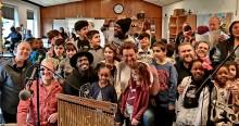 Sensommerkoncerter med Nødhjælpsorkesteret for børn og unge på landets asyl- og hjemrejsecentre