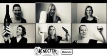 Feministisen improvisaatioteatteri Vendettan virtuaaliesityksissä vain naiset pääsevät päärooliin
