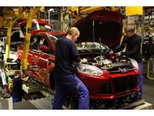 Produksjon av Ford Focus, verdens mest solgte bil etter de syv første månedene i 2012, på Fords fabrikk i Saarlois, Tyskland.