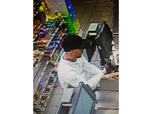 20190420-cctv-eastbourne-robbery2-sxp201904191504-