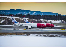 To Norwegian-fly i Oslo
