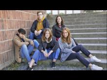 Skrivutmaningen, Svea, Julia, Jouvanni, Samuel och svenskläraren Maria