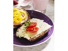 Arlas populära milda ostar blir Familjefavoriter (bild på ostmacka)