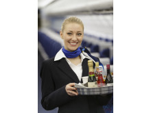Når kabinepersonalet hos Thomas Cook Airlines kører drinksvognene gennem kabinen, skal de være godt lastet med kildevand – og gin og tonic.