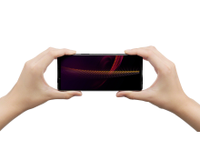 Xperia 5 III_in-hand_capturing_both_hand-Large