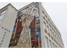Mosaik an einer Hauswand in Eisenhüttenstadt