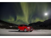 Nye Ford Kuga med nordlys i bakgrunnen