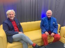 vl_ Uwe Wanger auf dem gelben Sofa zu Gast bei Gerd Hausotto