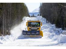 Svevia plogar snö och sköter vägunderhållet.