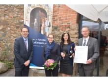 Volker Bremer (Geschäftsführer der LTM GmbH), Romina Barth (Oberbürgermeisterin der Stadt Torgau), Daniela Undeutsch (Sächsische Weinkönigin 2016) und Matthias Müller (Vorsitzender des TV SHL e.V.) freuen sich auf die künftige Kooperation.