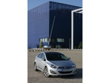 Hyundai i40 sedan skrått forfra