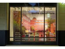 Goethe Chocolaterie - Schaufenster mit Buntgarnwerken aus Schokolade