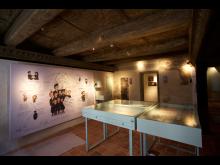 """Ausstellung """"Klang & Glaube"""" im Priesterhaus Torgauin historischen Gemäuern-Foto Wolfgang Sens"""
