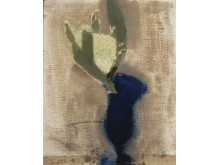 Helene Schjerfbeck, Konvaljer i blått glas I (den sneda vasen), 1920. Olja på duk, 40,5 x 33,2 cm. Bild: Finlands nationalgalleri / Hannu Aaltonen.