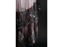 Blekrosa klänning, detalj, volang