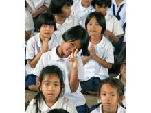 Mange af eleverne på Baan Yaplong School går hver dag op til 16 kilometer for at følge undervisningen – skolebusser har kun nogle få af børnene på den fattige skole hørt om…