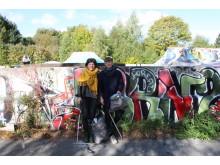 Stifterne af Waste Hunt, Tina Wulff Jespersen og Florence Martin, på jagt efter affald. Foto: Klara Fleischer