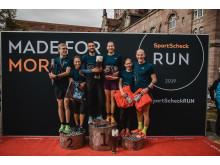 Die ersten Drei des 10km RUNs. Bei den Männern gewann Konstantin Wedel, bei den Frauen Sophia Saller.