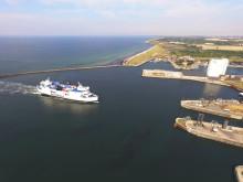 """Scandlines' Hybridfähre """"Deutschland"""" im Hafen von Rødby"""