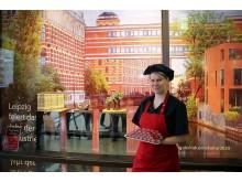 Goethe Chocolaterie - Juliane Siedler präsentiert Backsteine aus Schokolade