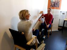 Sirpa Rosendahl och Åsa Bark testar Let´s have a walk.