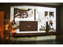 """Blick in die Ausstellung """"GRASSI invites #2: dazwischen /in/ between"""""""