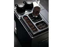Tre olika sorters kaffebönor i tre olika behållare