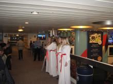 Der schwedische Kungsbacka Lucia-Chor bei Scandlines