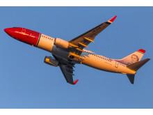 Norwegian Boeing 737-800 aurinkoinen lähtö