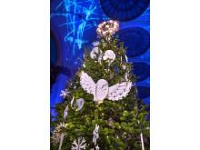 Nordiska museets julgran 2019 med dekorationer av Bea Szenfeld
