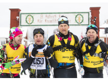 Zebastian Modin och hans ledsagare i mål på Vasaloppet 2020