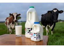 Müller's rHDPE fresh milk bottles on farm