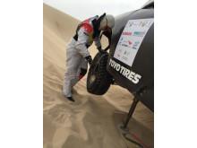 Sandskottning och förberedelser in i det sista för Tina Thörner och Jutta Kleinschmidt i Abu Dhabi