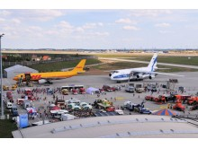 Flugzeug- und Technikschau auf dem Vorfeld Ost