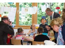 Minister Remmel beim gemeinsamen Frühstück mit Grundschülern in Lünen