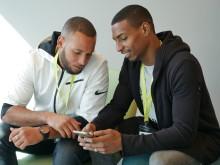 Karim och Abulhady använder Språkkrafts appar