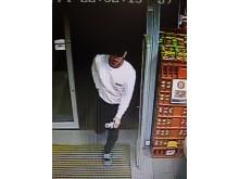 20190420-cctv-eastbourne-robbery1-sxp201904191504-