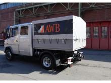 Der elektrisch umgerüstete Transporter der Abfallwirtschaftsbetriebe Köln