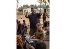 Klaus Sonstad og Åsmund Flaten lager musikk i Sierra Leone med FORUT