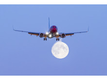 Norwegian's 737-800 moon image