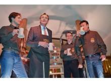 """v.l.: Jan Woithon, Burkhard Jung, Norman Jung und Ingo Winkler genossen nach dem ersten Fass-Anstich das """"Lotteraner""""-Bier"""