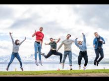 Studenter hoppende glad arktisk studentliv Bolyst Samskipnaden Foto Ørjan Marakatt Bertelsen-395-1200px.jpg