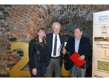 Dr. Helge-Heinz Heinker (m.) wurde vom Medienclub ausgezeichnet