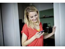 IMG_congstar_Frau_Smartphone