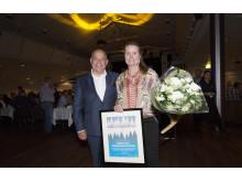 Årets Skidinspiratör Charlotta Burger-Bäckström tillsammans med SLAO:s ordförande Mikael Santoft