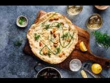 Hvit pizza på grillen