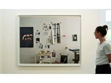 """G2 Kunsthalle - Edgar Leciejewski - """"Wand 25.03.2008"""" wird betrachtet"""