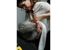 Cari Forsgren tävlar i skäggtrimning på Swedish Barber Expo 2017